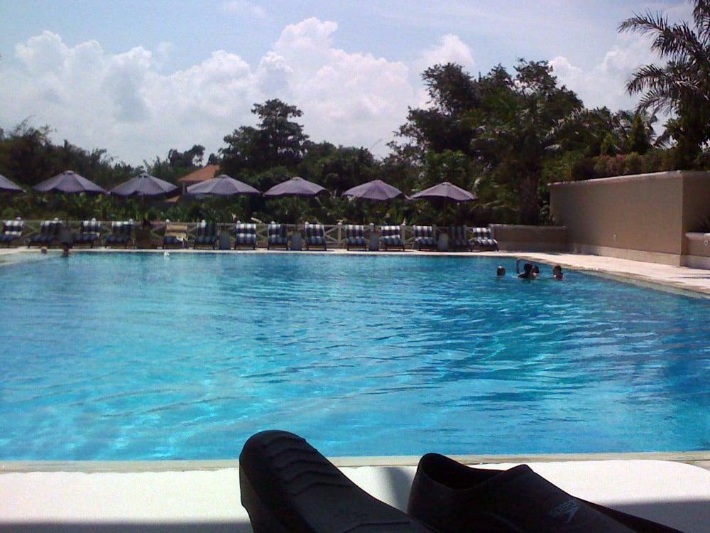 Εικόνα από Canggu Club. bali pool club tropical flippers fins canggu