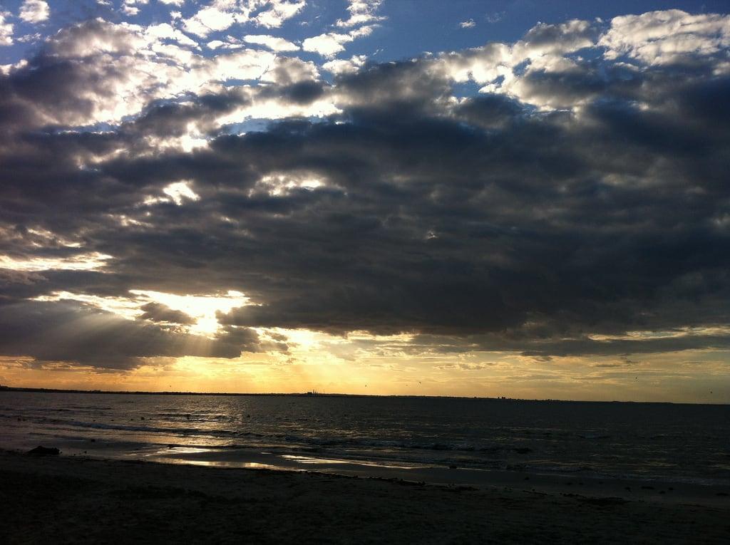 Obrázek Skanes Serail Beach Pláž s délkou 1646 metrů. sunset sea beach clouds monastir