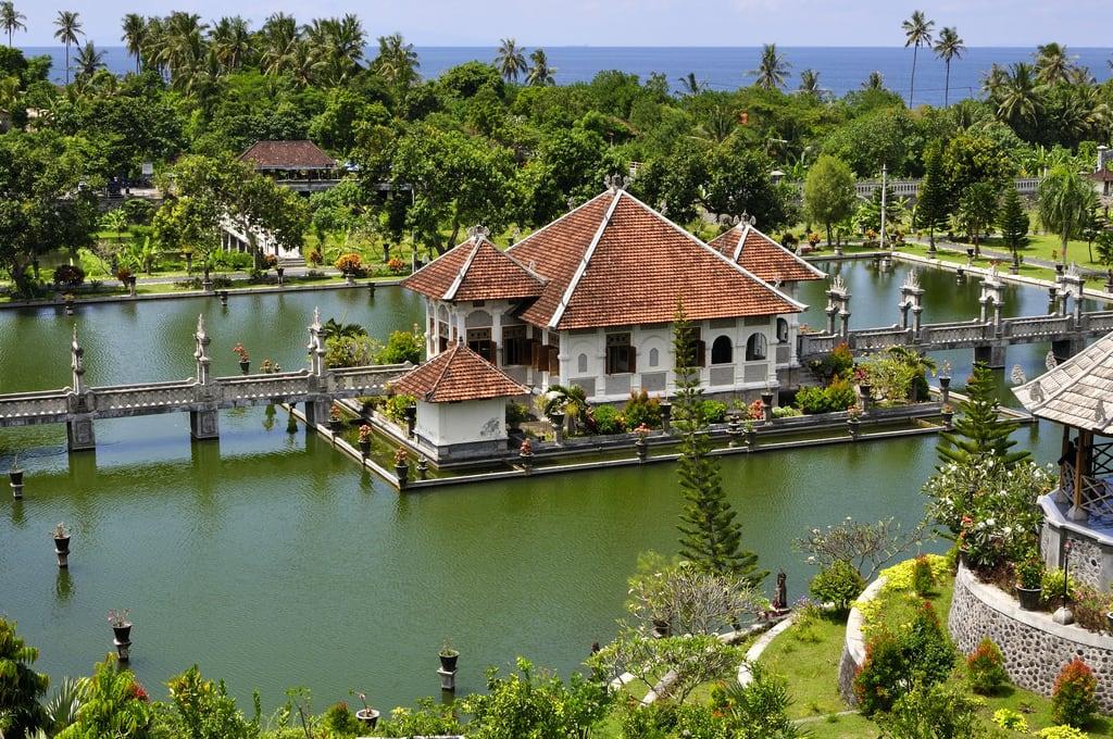 Εικόνα από Taman Ujung Water Palace. bali indonesia