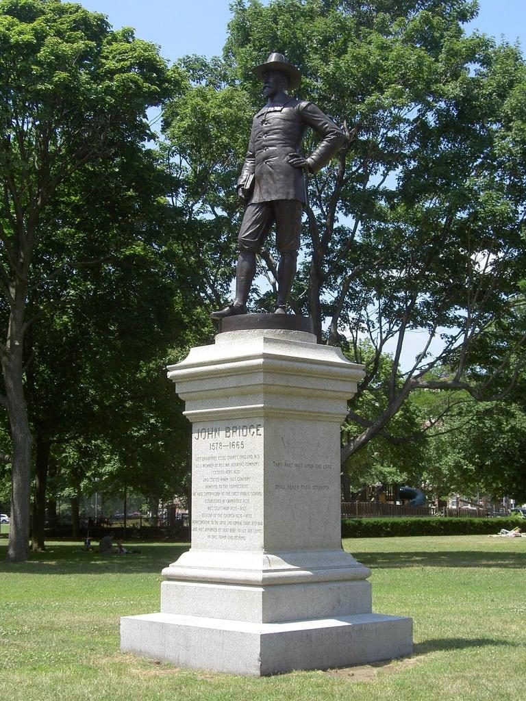 Image de John Bridge Statue. bridge cambridge monument statue john square massachusetts harvard commons pilgrim colonist