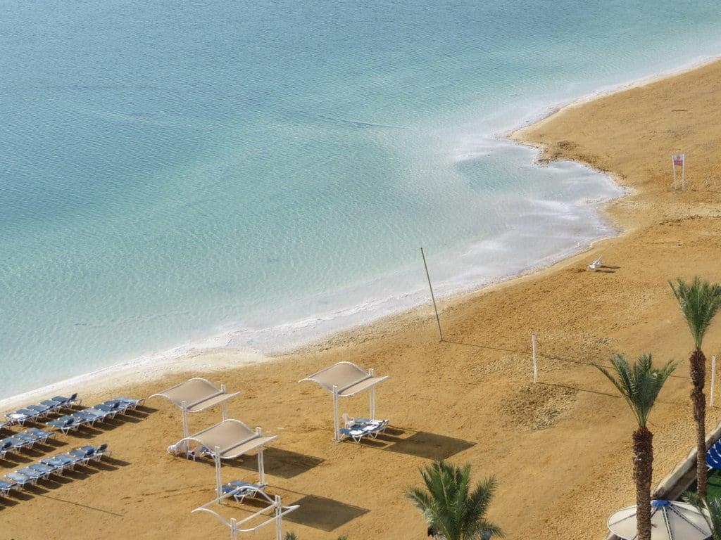 תמונה של crowne plaza private beach.