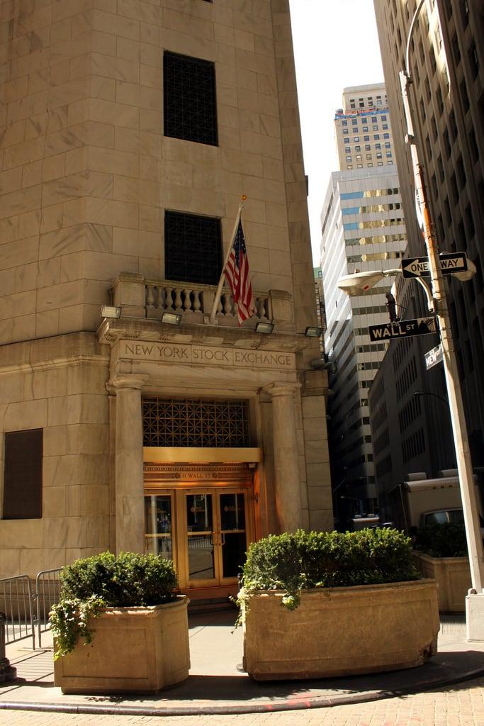Attēls no New York Stock Exchange. street new york nyc ny newyork wall manhattan district stock financial exchange nyse wallst fd konomark
