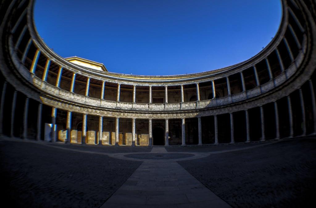 Billede af Palace of Charles V i nærheden af Granada. spain columns andalucia unescoworldheritagesite unesco worldheritagesite fisheye alhambra granada rotunda esp sacromonte thealhambra fauxfisheye palaceofcharlesv nellumazilu