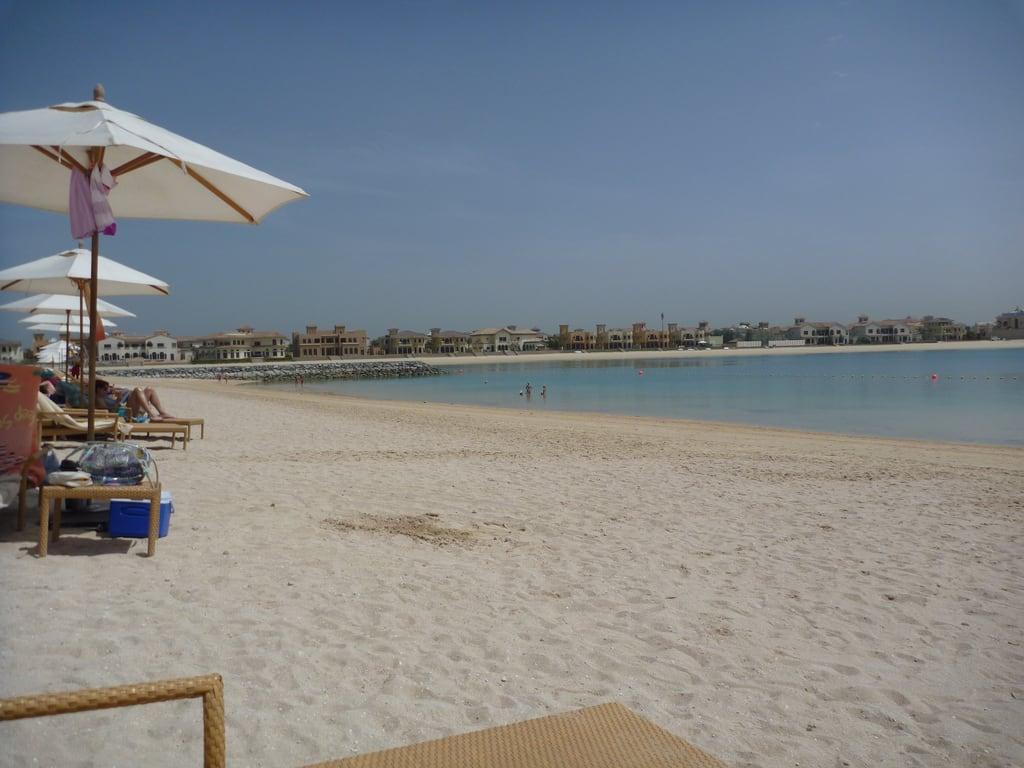 Frond A 海滩与 258 米的长度 的形象. dubai uae palm arabemirates