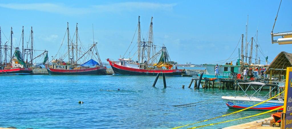 תמונה של Ferry. vacation water ferry marina mexico boats fishing wife cancun 2012 quintanaroo gaylene puertojuerez