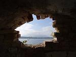 Zdjęcie:   Grecja  Korfu  Poleokastritsa  (dziura, cegieł, przesłona)